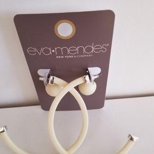 [Eva Mendes] Cream hoop and stud earring set